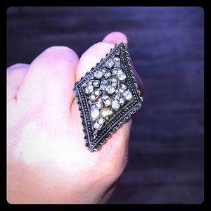•jewelry• large cocktail ring w/ adjustable sizing